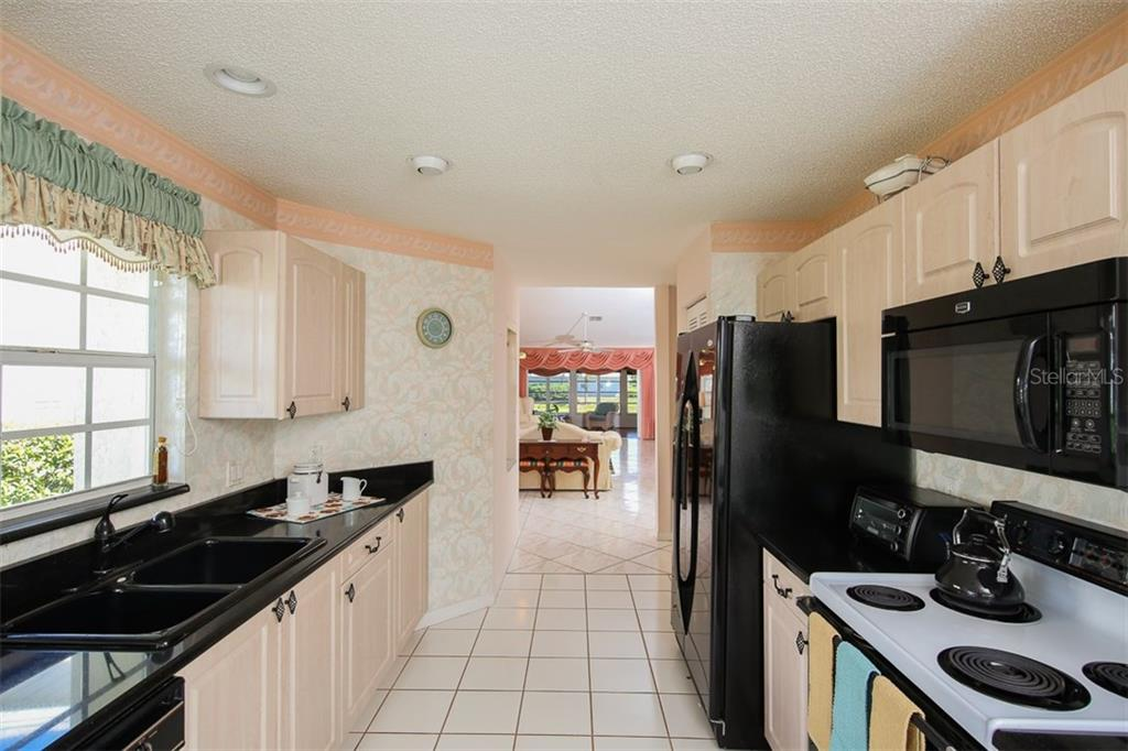 Kitchen - Single Family Home for sale at 1806 Ashley Dr, Venice, FL 34292 - MLS Number is D5918442