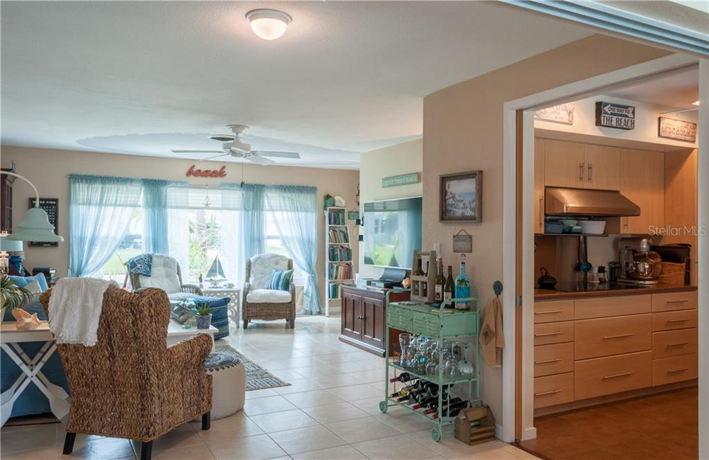 Single Family Home for sale at 539 Mount Vernon Dr, Venice, FL 34293 - MLS Number is D5921397