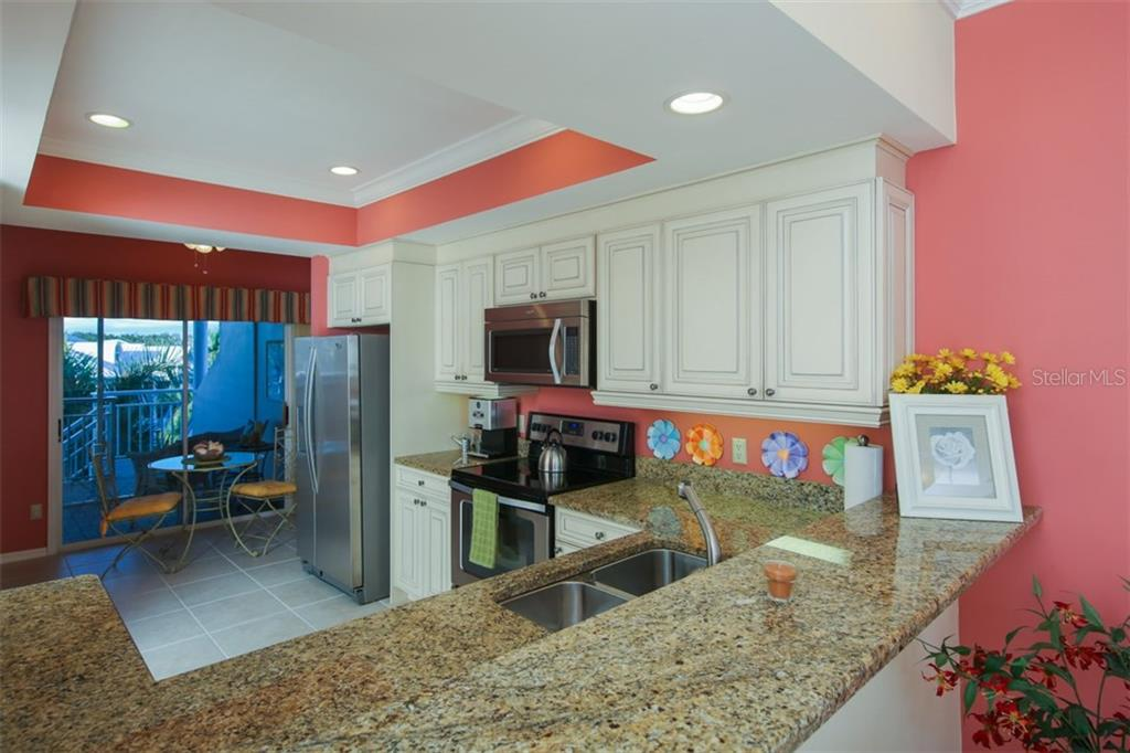 Kitchen w/ breakfast nook - Condo for sale at 11000 Placida Rd #309, Placida, FL 33946 - MLS Number is D5921681