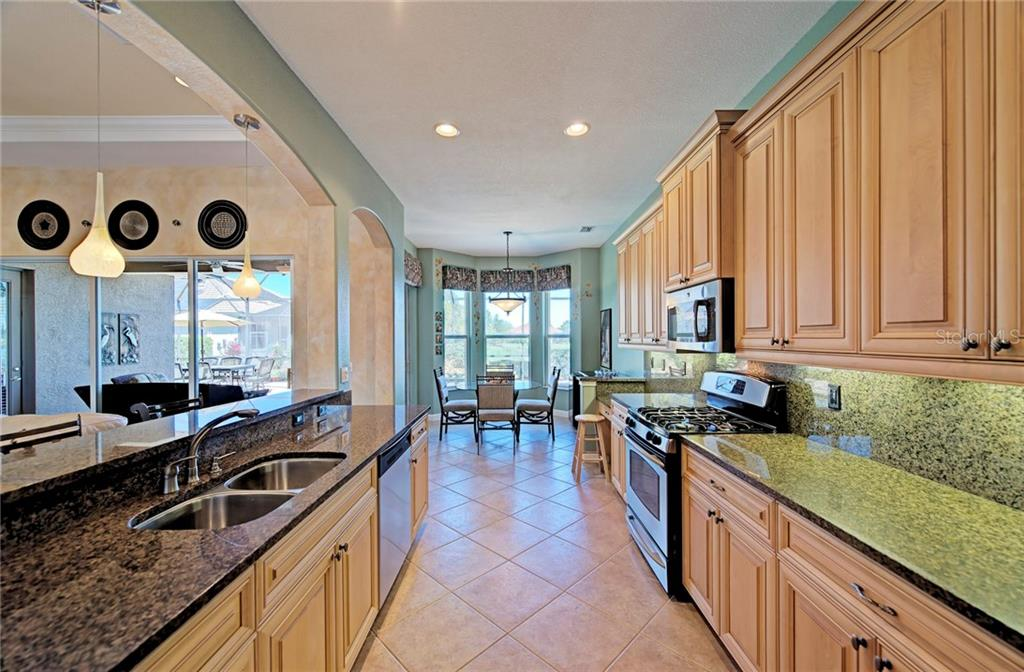 Spacious gourmet kitchen and dinette - Single Family Home for sale at 409 Montelluna Drive, North Venice, FL 34275 - MLS Number is D5923522