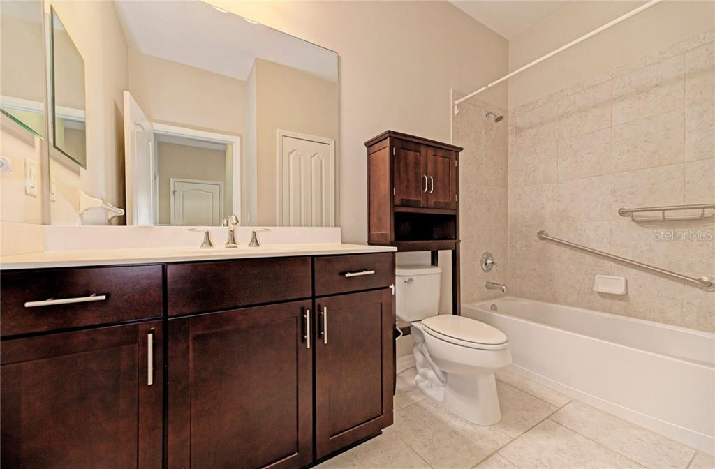 Nicely done guest bath. - Single Family Home for sale at 141 Avens Dr, Nokomis, FL 34275 - MLS Number is D6100104
