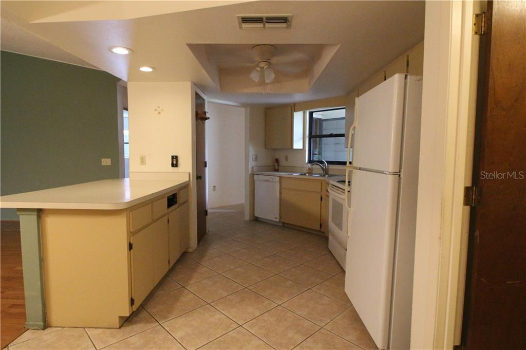 Kitchen with Closet Pantry - Villa for sale at 420 Pendleton Dr, Venice, FL 34292 - MLS Number is D6109987