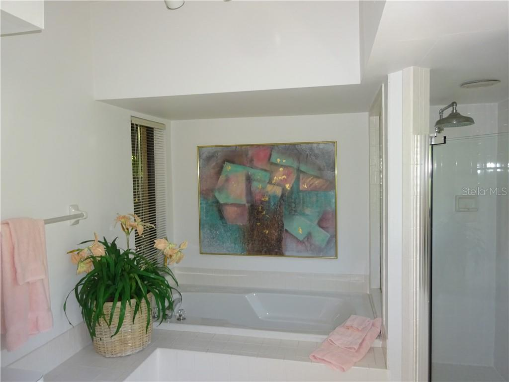 Master bath with separate shower.  Enclosed water closet - Single Family Home for sale at 7348 Cove Ter, Sarasota, FL 34231 - MLS Number is R4900338