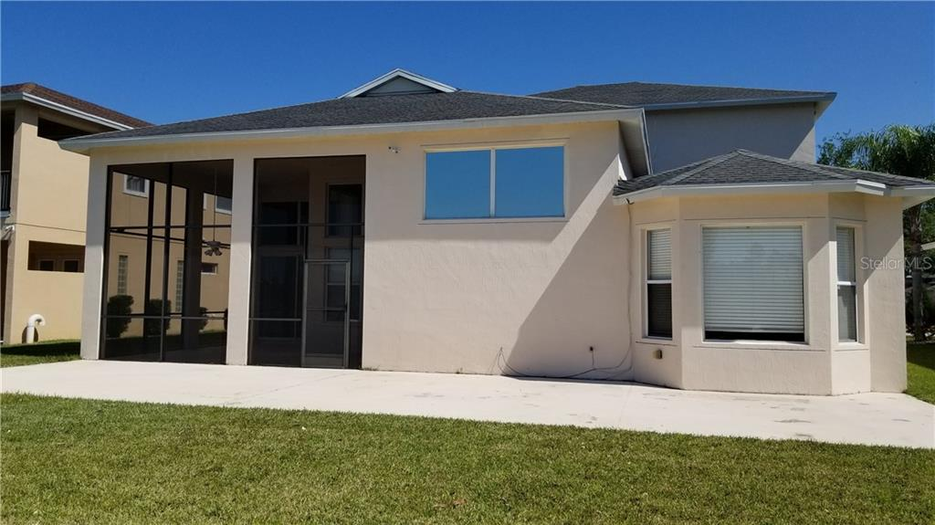 Single Family Home for sale at 3706 67th Ter E, Sarasota, FL 34243 - MLS Number is U8043244