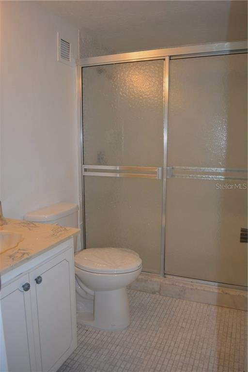 2nd Bathroom with walking shower - Condo for sale at 101 S Gulfstream Ave #11a, Sarasota, FL 34236 - MLS Number is A4168207