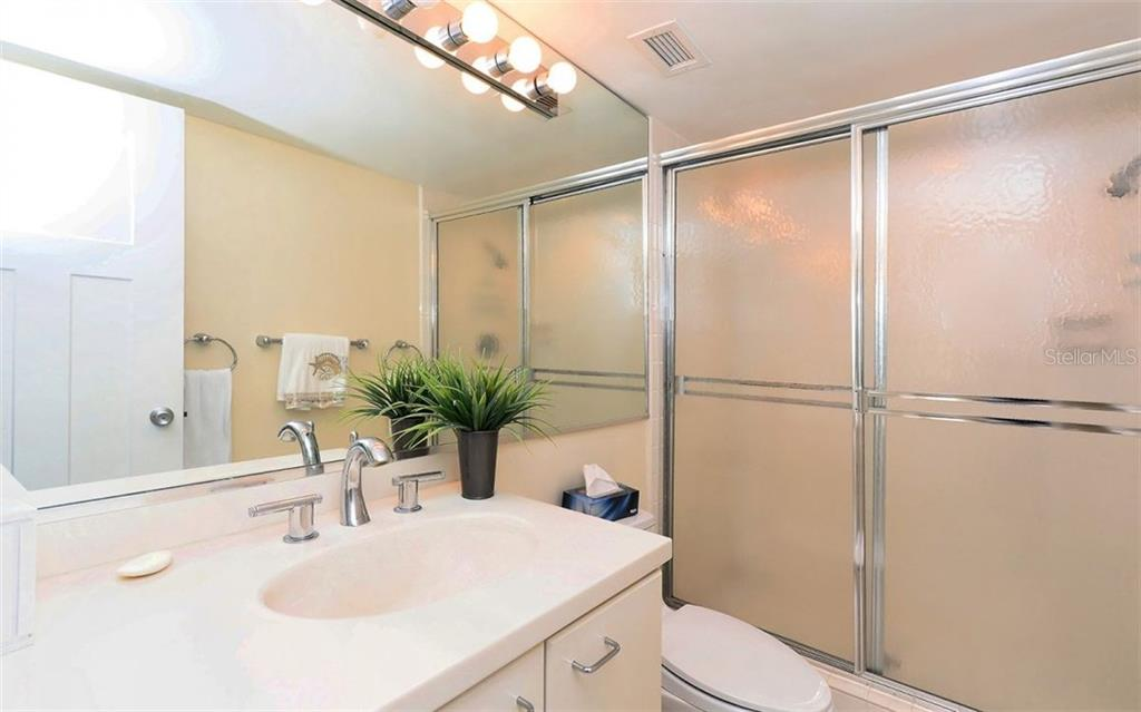 Guest Bathroom - Condo for sale at 1701 Gulf Of Mexico Dr #505, Longboat Key, FL 34228 - MLS Number is A4170632
