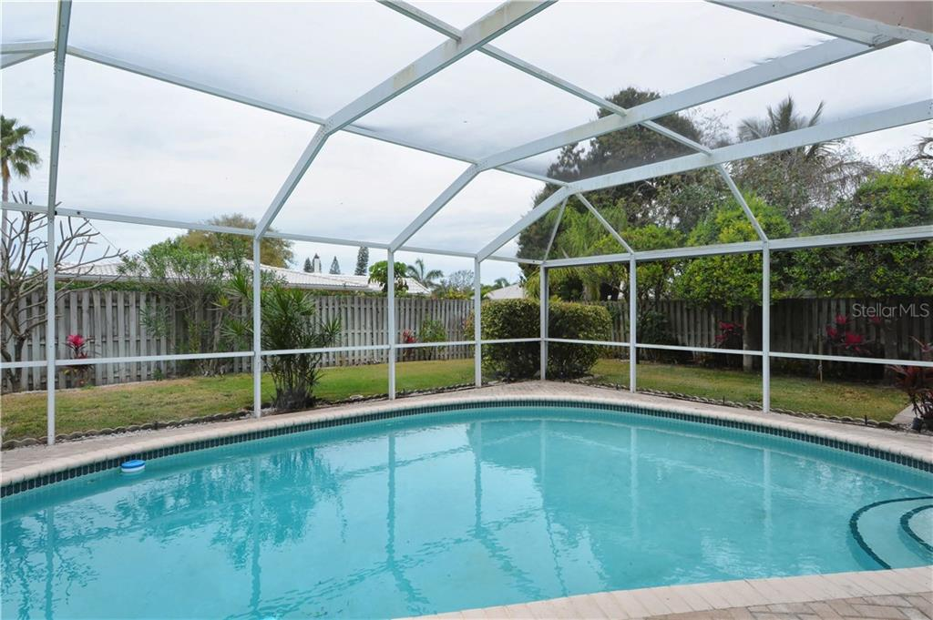 Single Family Home for sale at 637 S Owl Dr, Sarasota, FL 34236 - MLS Number is A4180694