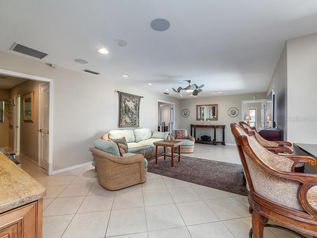 Family room with built-in dry bar - Single Family Home for sale at 551 Putting Green Ln, Longboat Key, FL 34228 - MLS Number is A4183977