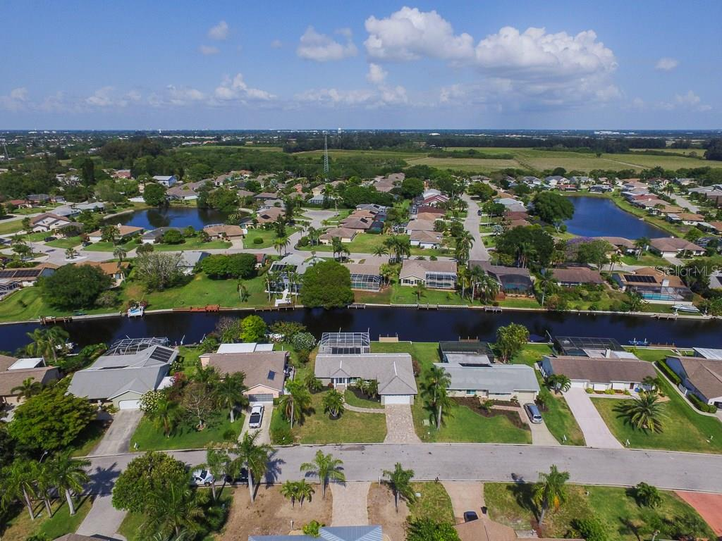 Single Family Home for sale at 4907 Mangrove Point Rd, Bradenton, FL 34210 - MLS Number is A4185632