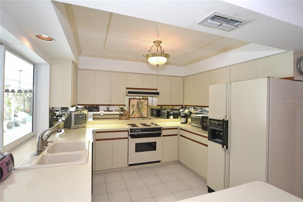 Kitchen - Single Family Home for sale at 1157 Wyeth Dr, Nokomis, FL 34275 - MLS Number is A4185839