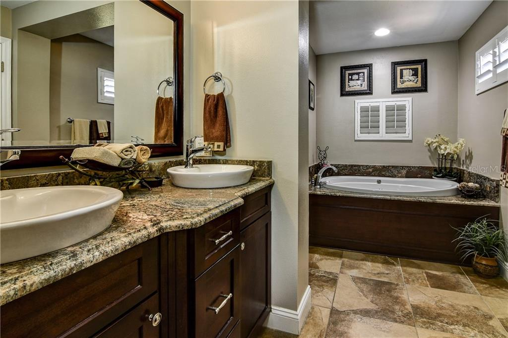 Master bath with garden/spa tub and beautiful walk-in shower. - Single Family Home for sale at 8916 44th Avenue Dr W, Bradenton, FL 34210 - MLS Number is A4186449