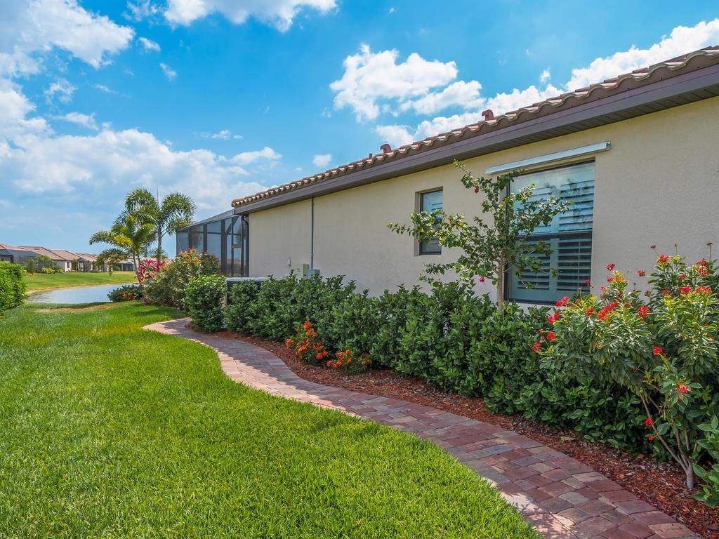 Single Family Home for sale at 6455 Willowshire Way, Bradenton, FL 34212 - MLS Number is A4186769