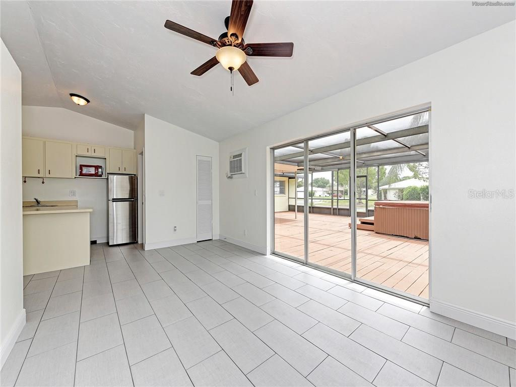 KITCHENETTE AND PRIVATE ENTRY IN THE MOTHER IN LAW APT. - Single Family Home for sale at 916 W Shannon Ct, Venice, FL 34293 - MLS Number is A4187148