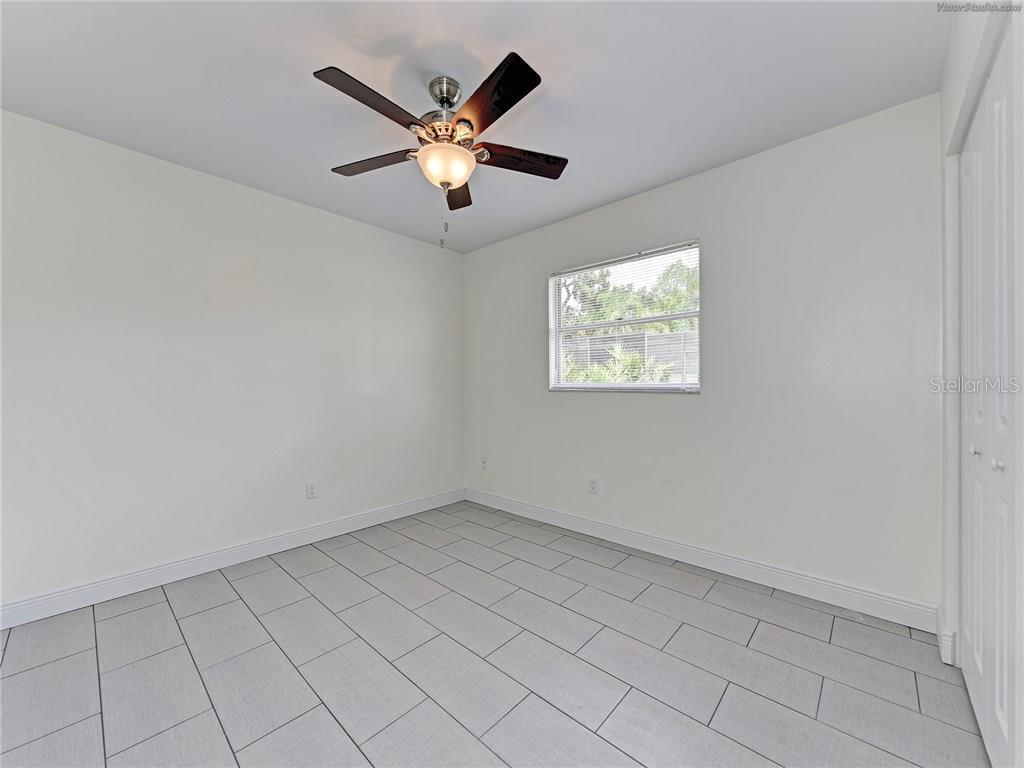 GRANITE COUNTER TOPS AND NEW CABINETS - Single Family Home for sale at 916 W Shannon Ct, Venice, FL 34293 - MLS Number is A4187148