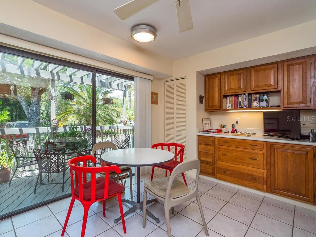 Kitchen with casual dining area and sliders to porch - Condo for sale at 1380 Landings Pt #26, Sarasota, FL 34231 - MLS Number is A4187270