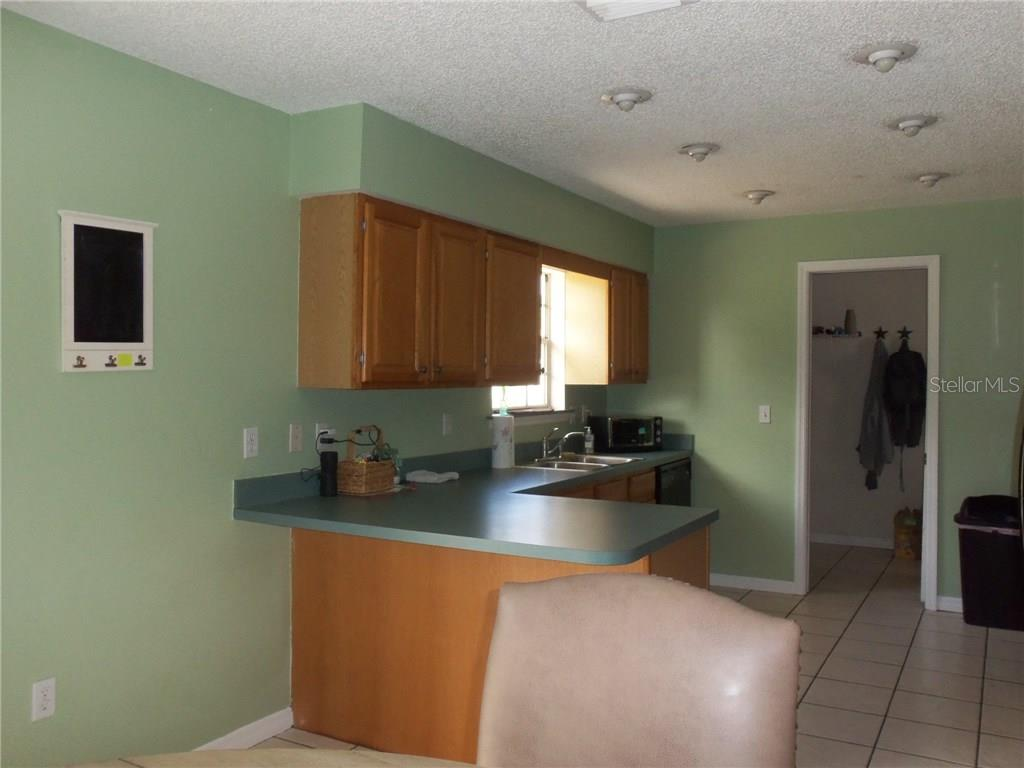 13511 3rd Ave E ....Kitchen with breakfast bar area - Single Family Home for sale at 13511 3rd Ave E, Bradenton, FL 34212 - MLS Number is A4187462