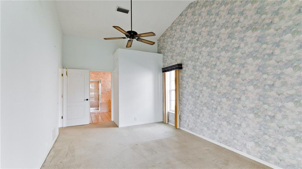 Owner's retreat, vaulted ceilings walk-in closet and en-suite bath. - Single Family Home for sale at 4517 Galloway Blvd, Bradenton, FL 34210 - MLS Number is A4187598