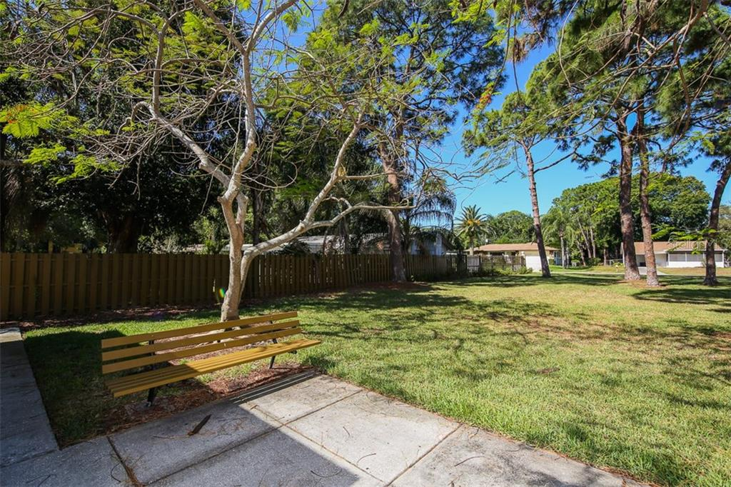 Community grounds - Condo for sale at 5800 Hollywood Blvd #113, Sarasota, FL 34231 - MLS Number is A4188016