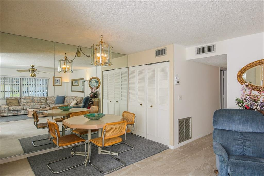 Dining area - Condo for sale at 5800 Hollywood Blvd #113, Sarasota, FL 34231 - MLS Number is A4188016