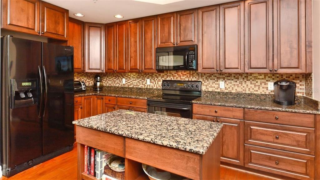 Kitchen with island - Condo for sale at 409 N Point Rd #601, Osprey, FL 34229 - MLS Number is A4189564
