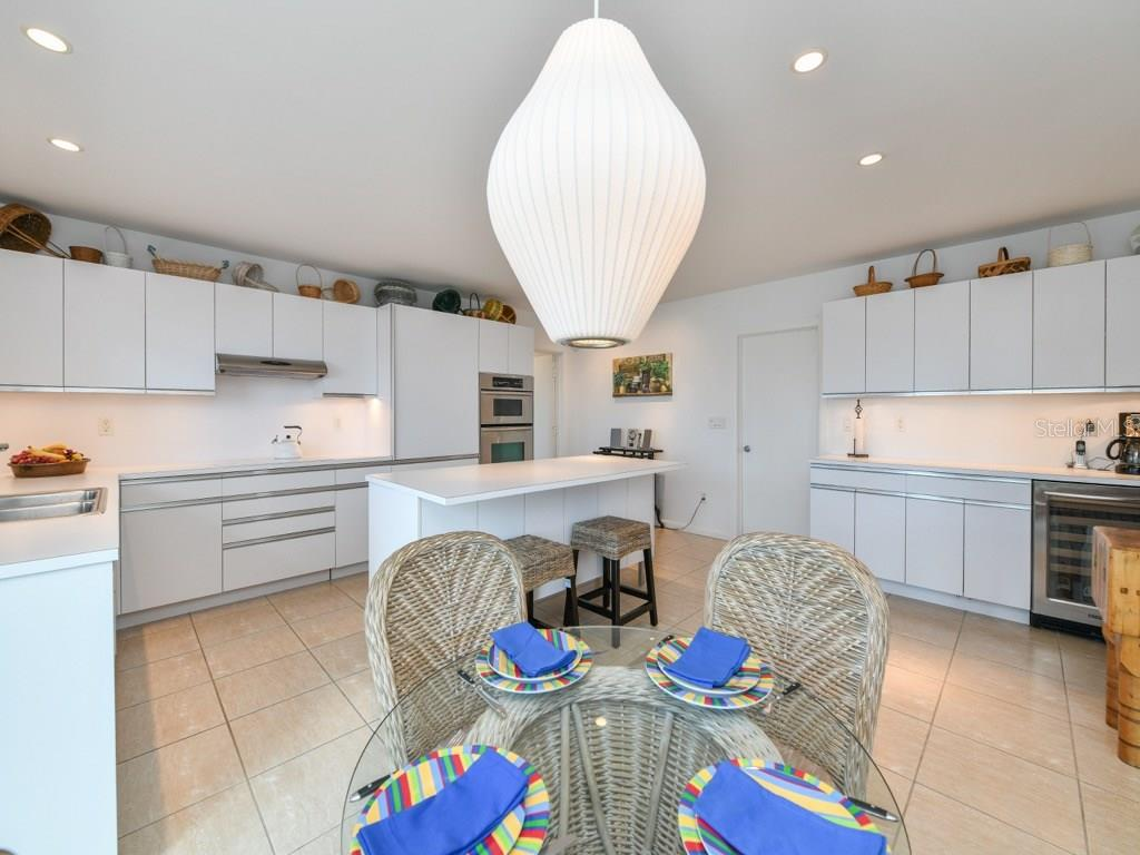 Modern Updated Eat In Kitchen - Single Family Home for sale at 418 N Casey Key Rd, Osprey, FL 34229 - MLS Number is A4198549