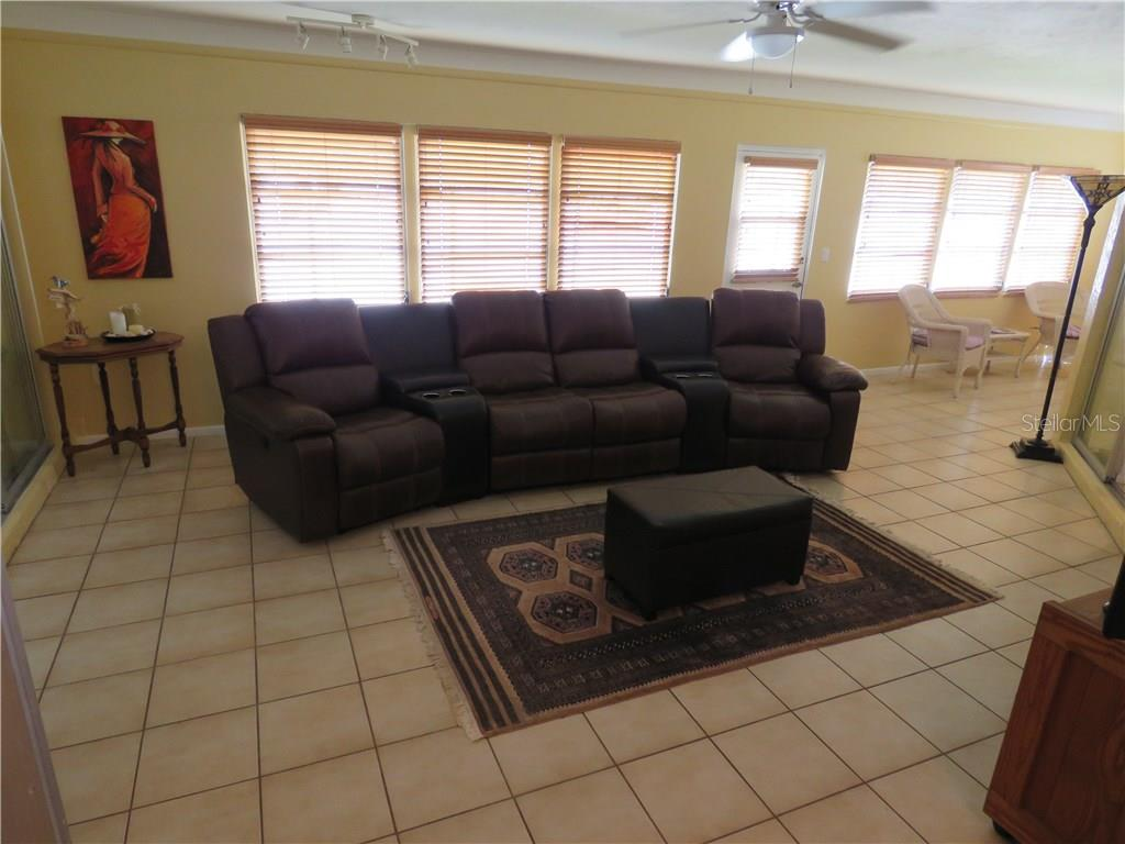 Large family room provides plenty of room for TV viewing or use as a game room. - Single Family Home for sale at 829 Harbor Dr S, Venice, FL 34285 - MLS Number is A4198898
