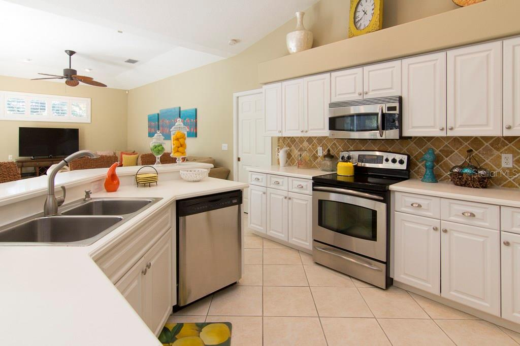Single Family Home for sale at 4796 Sweetmeadow Cir, Sarasota, FL 34238 - MLS Number is A4202095