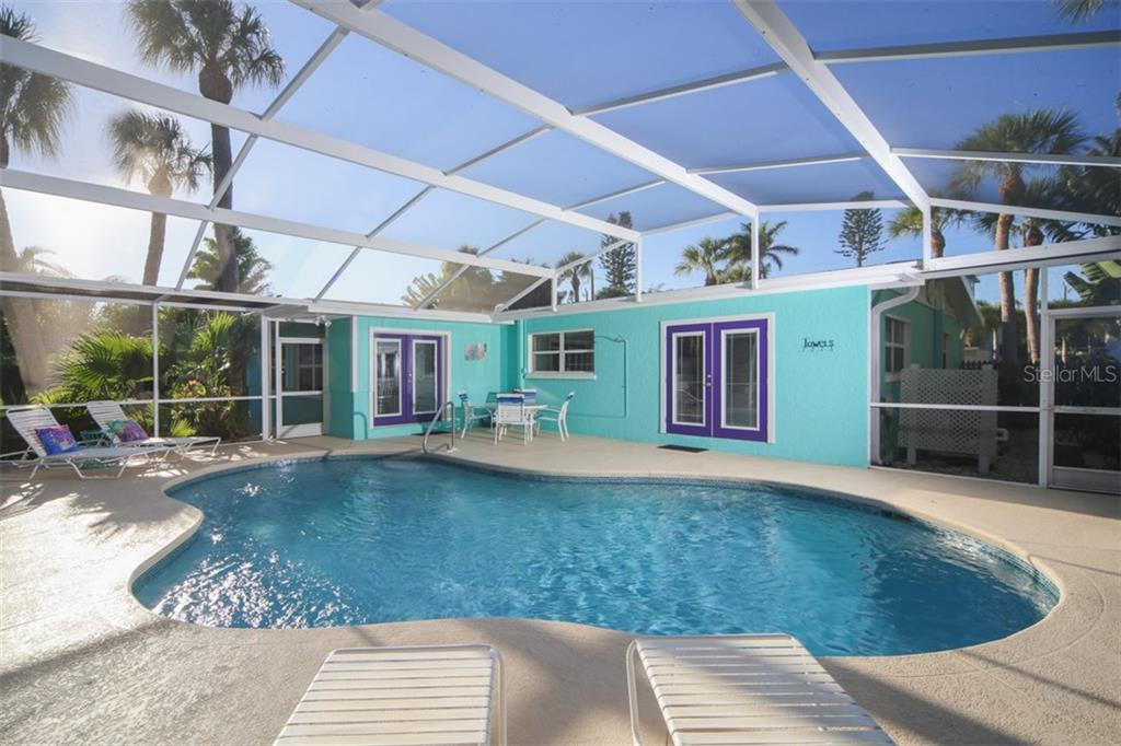 Caged pool - Single Family Home for sale at 213 70th St, Holmes Beach, FL 34217 - MLS Number is A4202171