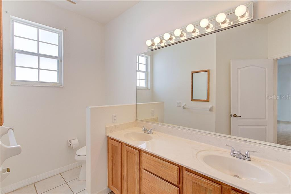 Master Suite Bathroom with double sinks and vanity lighting - Single Family Home for sale at 530 Hunter Ln, Bradenton, FL 34212 - MLS Number is A4203433