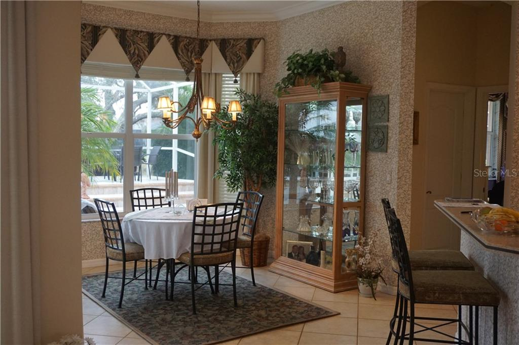 Casual dining area in kitchen - Single Family Home for sale at 508 Marsh Creek Rd, Venice, FL 34292 - MLS Number is A4204933