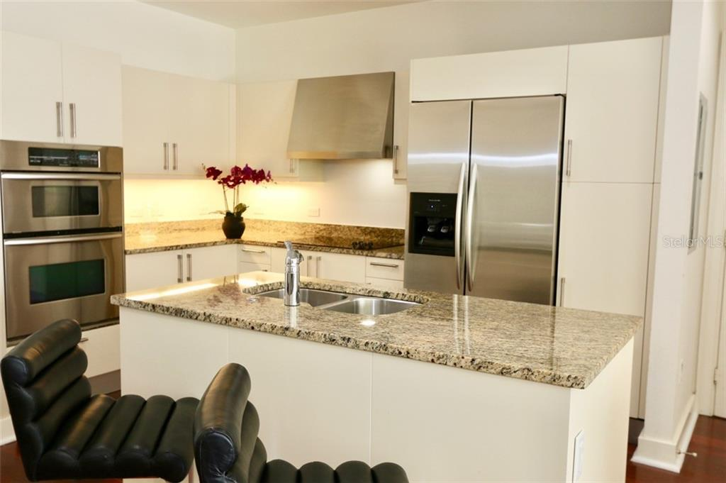 A relaxed kitchen entertaining area. - Condo for sale at 1350 Main St #608, Sarasota, FL 34236 - MLS Number is A4206707