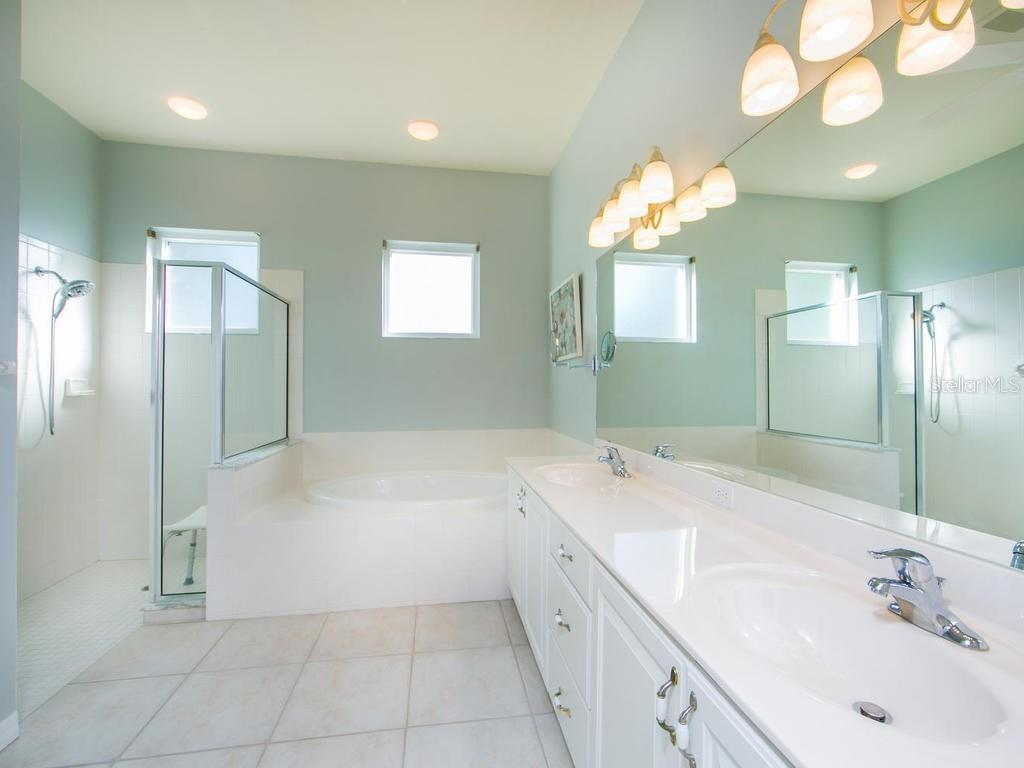Master bathroom - Single Family Home for sale at 1010 Oak Preserve Ln, Osprey, FL 34229 - MLS Number is A4207598