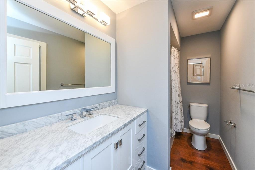 Guest bathroom - Single Family Home for sale at 460 Pheasant Dr, Sarasota, FL 34236 - MLS Number is A4208025