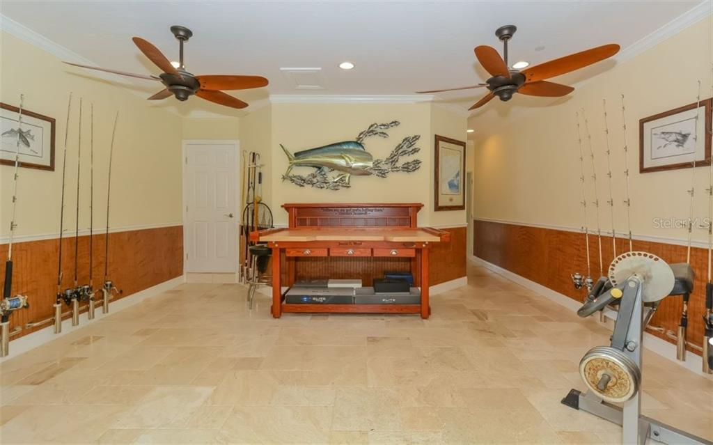 Single Family Home for sale at 418 Anchorage Dr, Nokomis, FL 34275 - MLS Number is A4211333