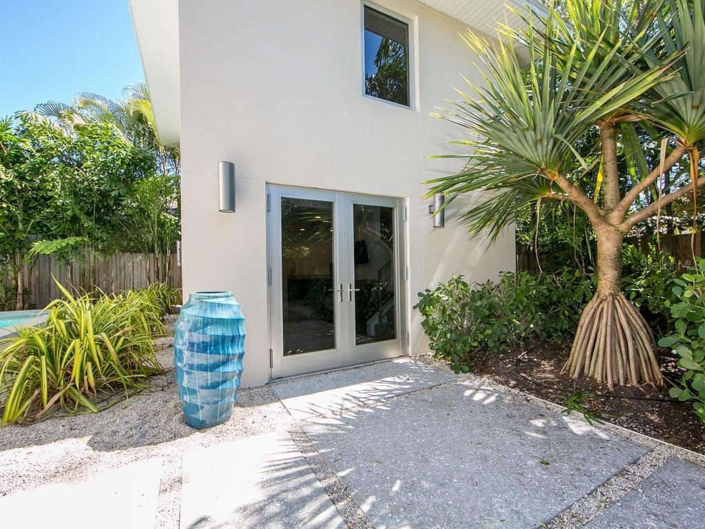 Detached 2 story in-law suite or studio. - Single Family Home for sale at 1924 Bougainvillea St, Sarasota, FL 34239 - MLS Number is A4211939