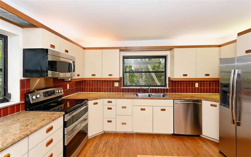 Kitchen - Condo for sale at 3440 Gulf Of Mexico Dr #8, Longboat Key, FL 34228 - MLS Number is A4214047