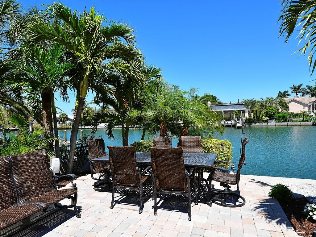 Entertaining Space - Lush Tropical Landscaping - Single Family Home for sale at 85 S Polk Dr, Sarasota, FL 34236 - MLS Number is A4400870