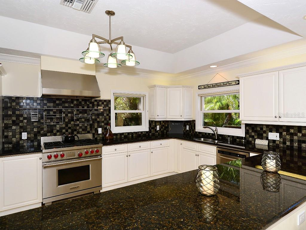 Large Kitchen - Single Family Home for sale at 85 S Polk Dr, Sarasota, FL 34236 - MLS Number is A4400870