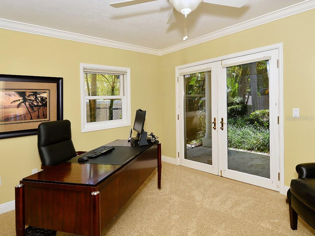 Office - Single Family Home for sale at 85 S Polk Dr, Sarasota, FL 34236 - MLS Number is A4400870