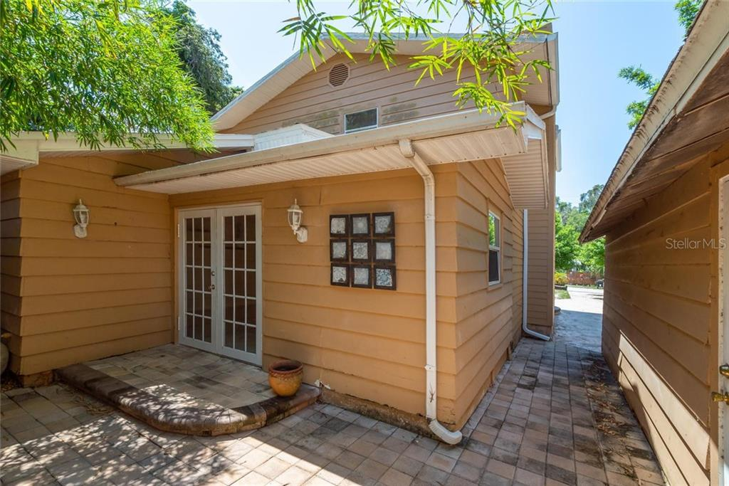 Single Family Home for sale at 1817 Worrington St, Sarasota, FL 34231 - MLS Number is A4406599