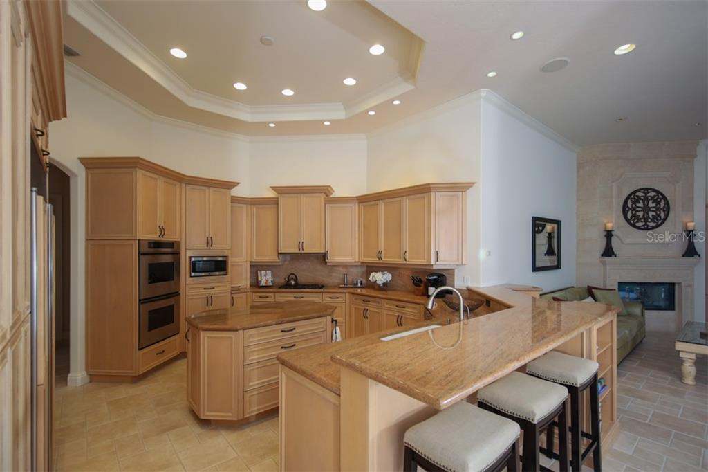 The breakfast nook is ideal for quick & casual meals with pretty view of the pool & lanai. - Single Family Home for sale at 7309 Barclay Ct, University Park, FL 34201 - MLS Number is A4406768
