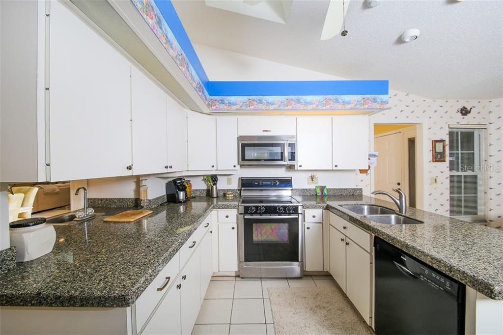 Kitchen with Vaulted Ceilings - Villa for sale at 4472 Calle Serena, Sarasota, FL 34238 - MLS Number is A4407721