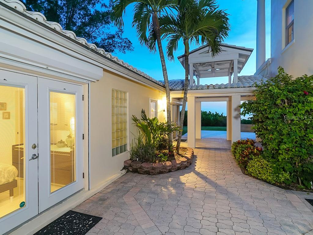 Guest House #2 - Bedroom - Single Family Home for sale at 916 N Casey Key Rd, Osprey, FL 34229 - MLS Number is A4408082