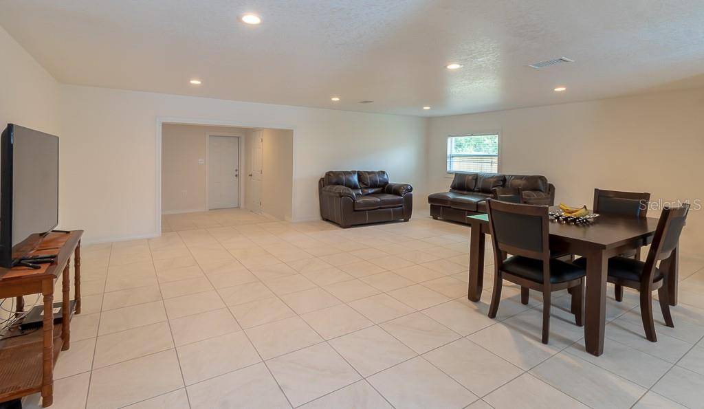 Single Family Home for sale at 5811 25th St W, Bradenton, FL 34207 - MLS Number is A4408959