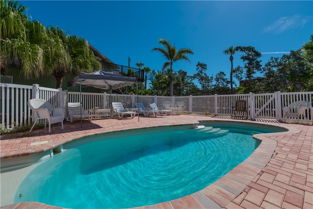 Pool with security fence - Single Family Home for sale at 6661 Gulf Of Mexico Dr, Longboat Key, FL 34228 - MLS Number is A4410988