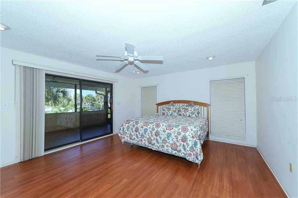 Master Bedroom with walk in closet and screened in lanai - Single Family Home for sale at 5591 Cape Aqua Dr, Sarasota, FL 34242 - MLS Number is A4411099