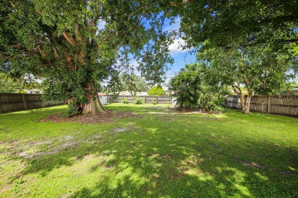 HUGE back yard - and it is fenced - Single Family Home for sale at 4128 Maceachen Blvd, Sarasota, FL 34233 - MLS Number is A4413218