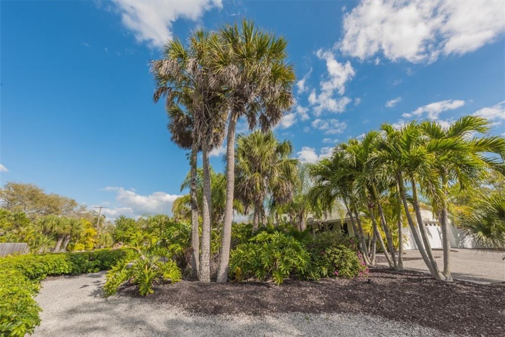 Single Family Home for sale at 654 Sandy Nook St, Sarasota, FL 34242 - MLS Number is A4415047