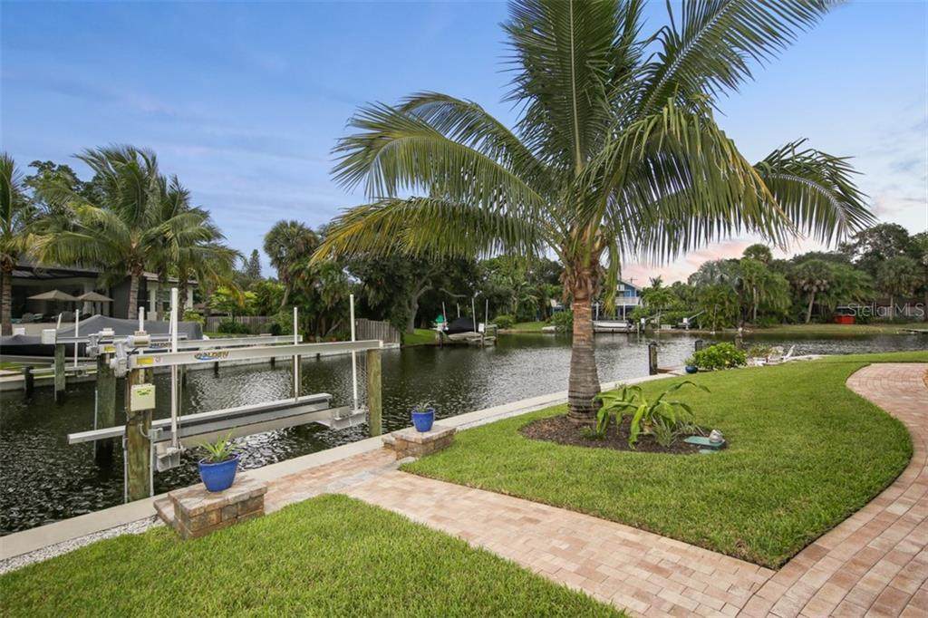 10,000 lb Boat Lift - Single Family Home for sale at 4847 Primrose Path, Sarasota, FL 34242 - MLS Number is A4415116