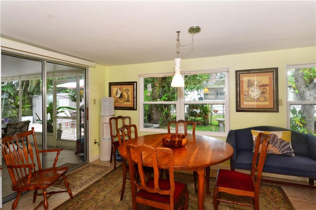 Single Family Home for sale at 2901 Oak St, Sarasota, FL 34237 - MLS Number is A4416008